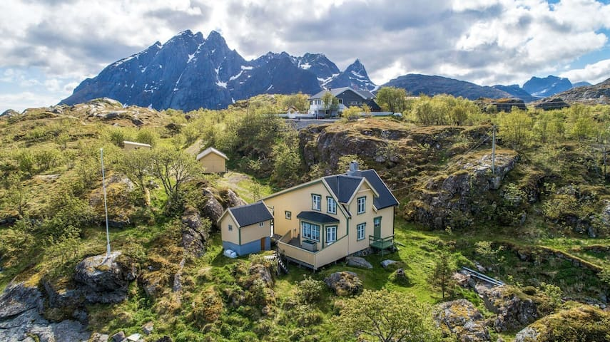Charming house with mountain/sea view in Sund