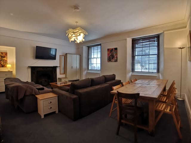 Spacious 2 bed City Centre Appartment on the Hoe