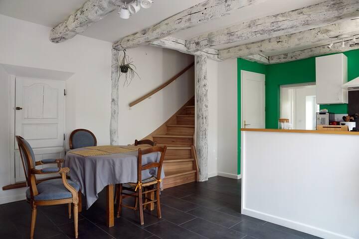 Jolie maison meublée très calme