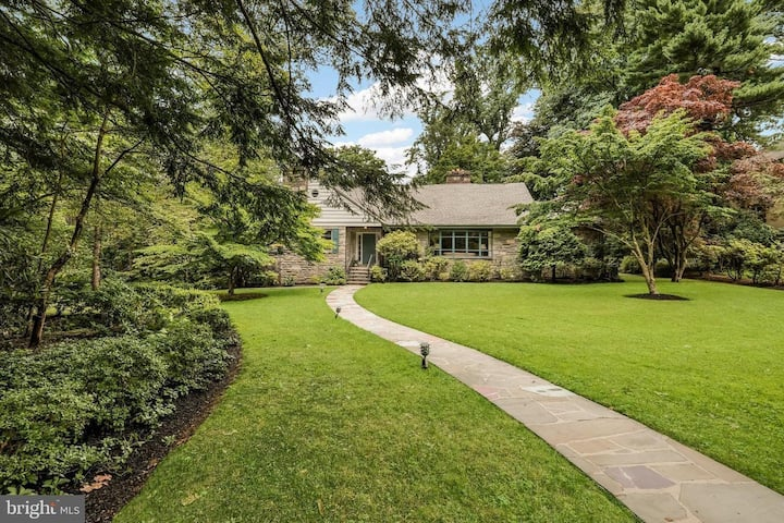 Beautiful Main Line, Family- Friendly Retreat