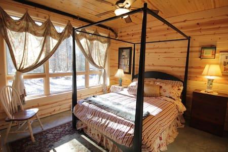 Poplar Creek Farm  - Queen Room - Green Mountain