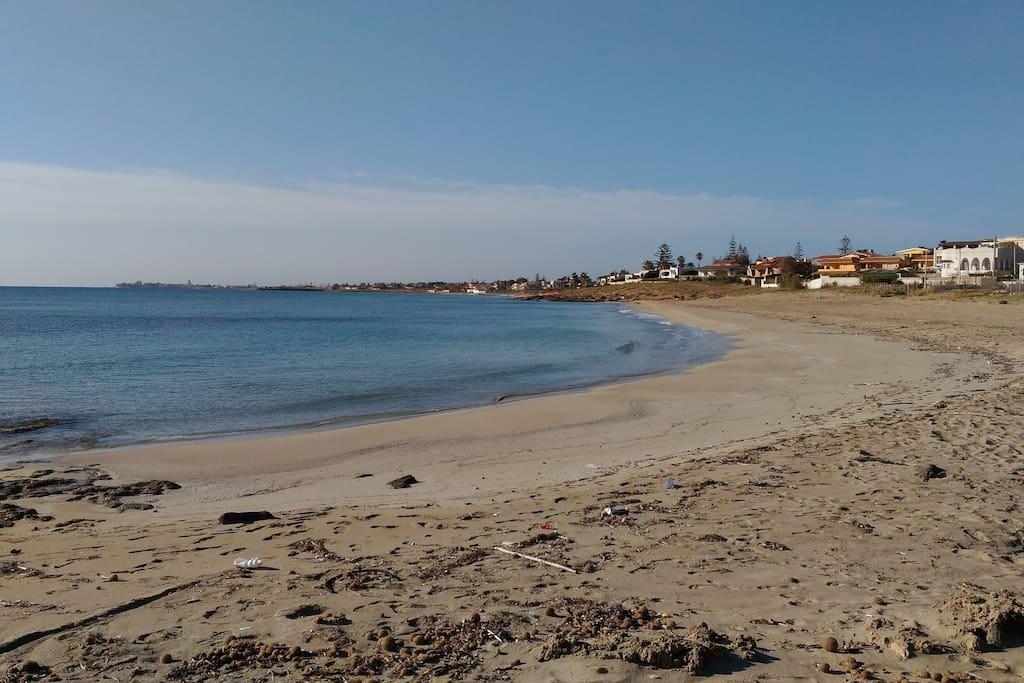 spiaggia grande a 100metri dall'appartamento