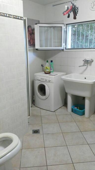 Stanza doppia con bagno privato in garage case in for Stanza sopra il garage
