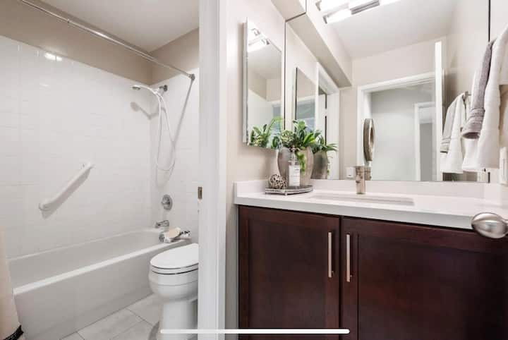 Private room & bath in upscale Redwood City condo