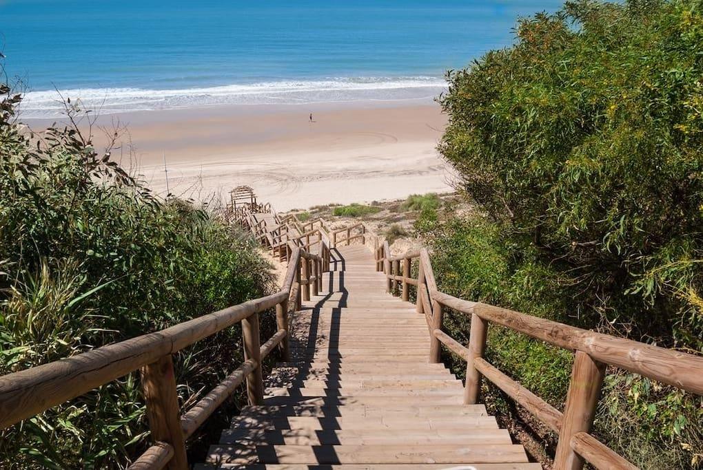 Acceso directo a playa tranquila
