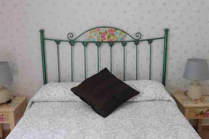 Schlafzimmer / dormitorio/ bedroom