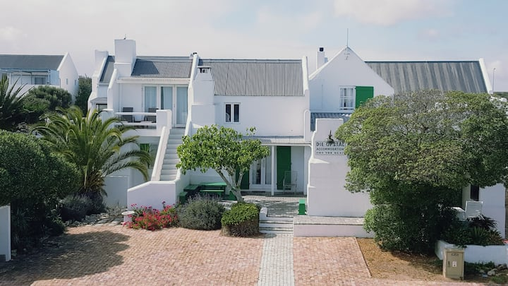 Die Opstal's Thatch Apartment in Paternoster