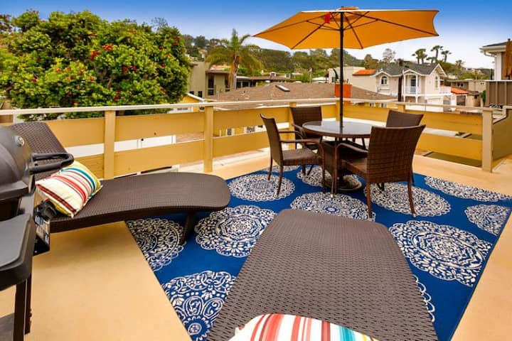20% OFF OCT - Private Balcony, Great Location & Walk to Beach!