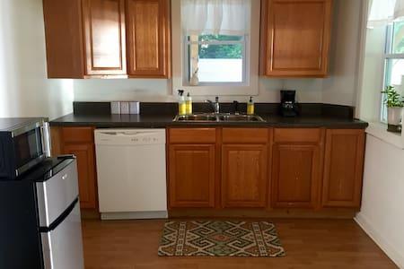Cozy 1BR Intown Apartment - Appartamento