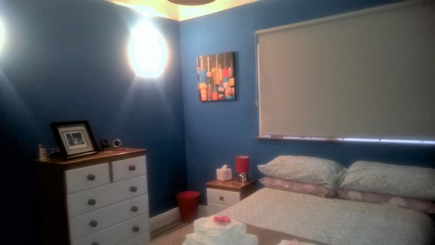 Large modern central room - 2 mins from Greenway - Dungarvan - Bungalo