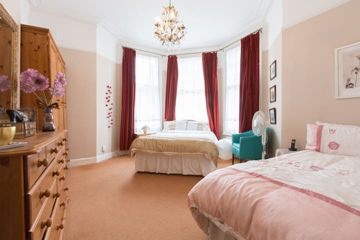 Double & single beds in Crouch End