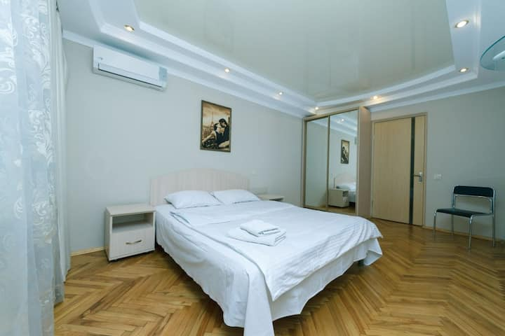 Beautiful two-room apartment 7 min from Gulliver!♥