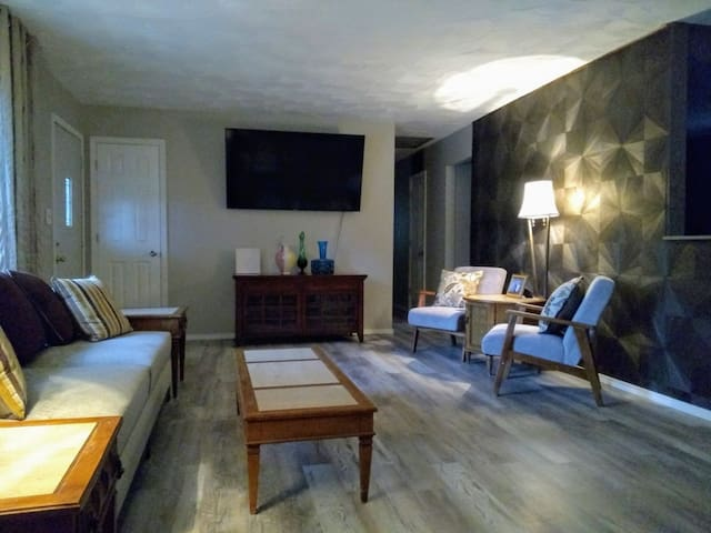 15 minutes from Indianapolis Airport & Downtown