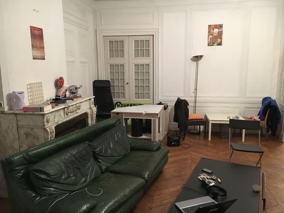 Canapé, bureau, table basse