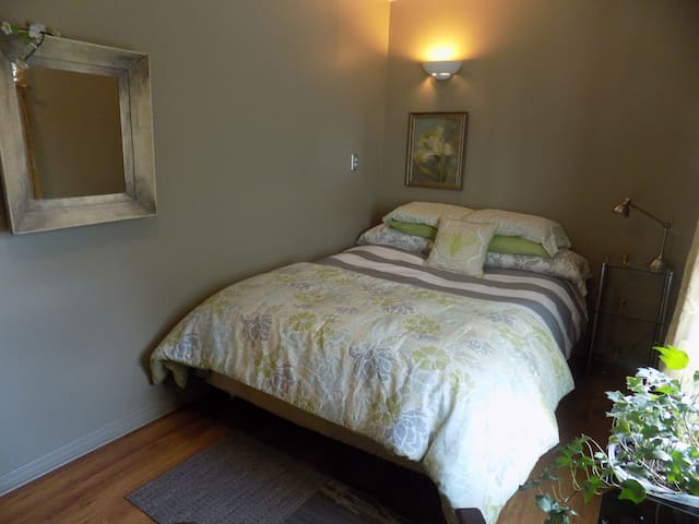 EXECUTIVE SUITE -Just like home! - Hawkesbury - Apartamento