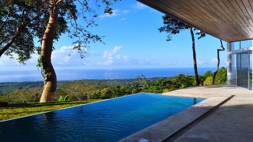 Ocean view villa surrounded by rain forest - Savegre - Casa