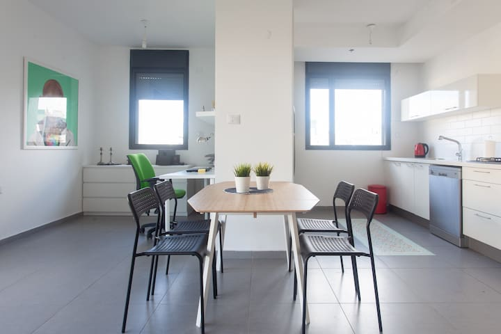 Table for 6 , wide kitchen and office space