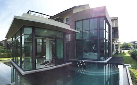 Resort Pte Pool Villa Family Homestay (Legoland)