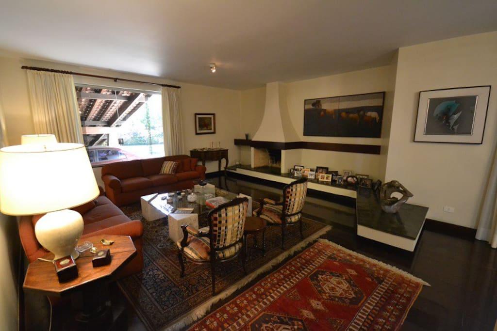 Living Room 1 / Sala de Estar 1
