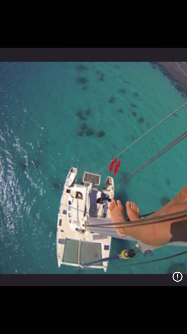Catamaran dans la baie de l'orphelinat