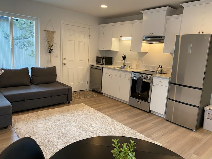 Brand New Modern & Cozy 1 Bdrm Guest Suite