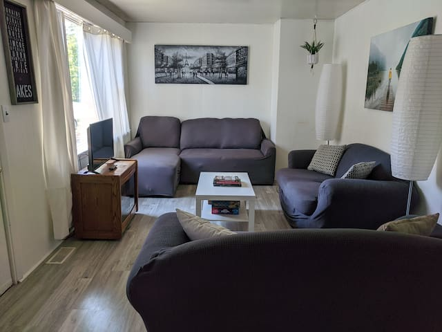 Entire House-Beach & Downtown (5 min)-Big backyard