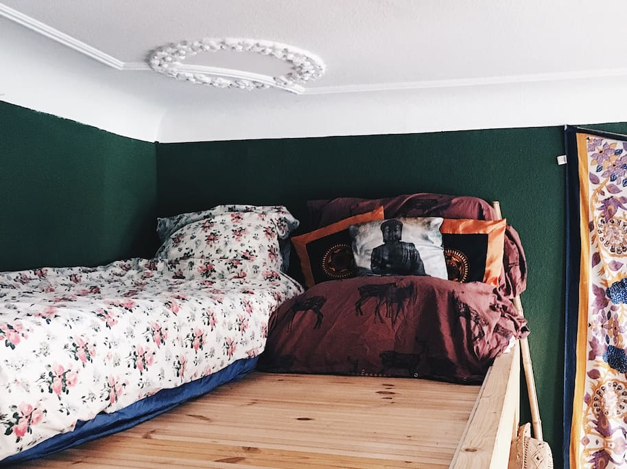 Bed on bunkbed