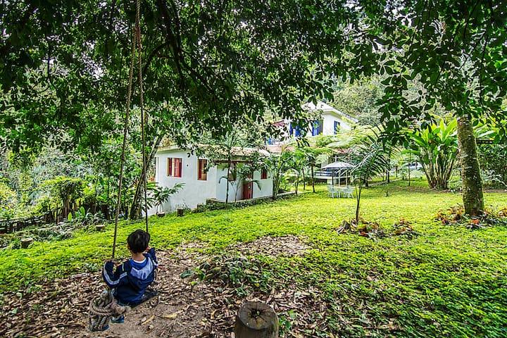Cabaña Roja frente a río, Villa Clara, 4 pers.
