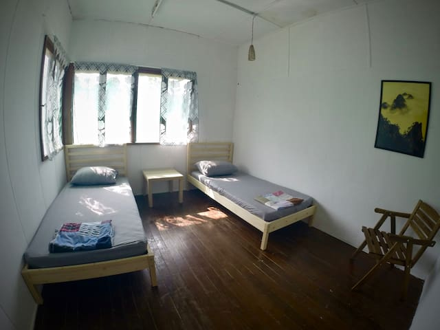 OIKOS Artisan Guesthouse - Twin Bedroom