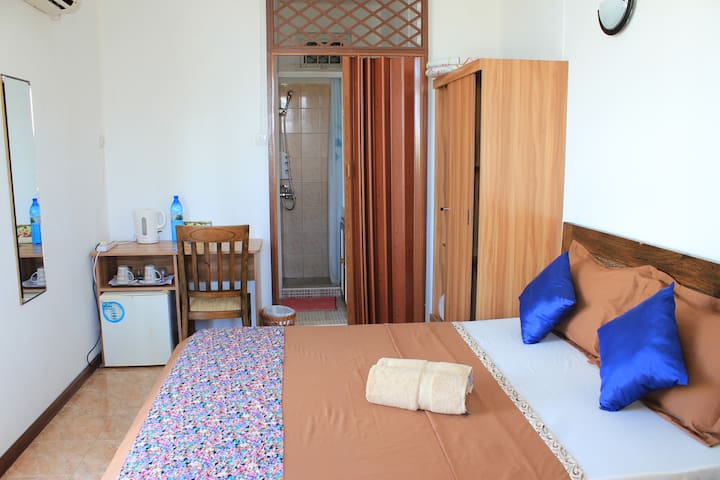 LeBovallon Double Ensuite Room