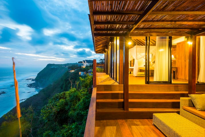 KUSUMA CLIFF - open access to Karma beach