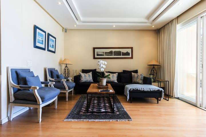 Soak up the vibe  in a Prime Waterfront Location Apartment in Cape Town Waterfront.