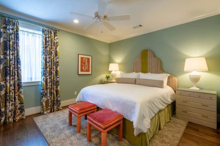 The Jumper - Luxury Suite in Downtown Aiken