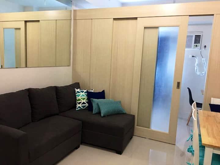 Poa's Crib: Bnew 1BR Cozy Condo with Wifi +Netflix