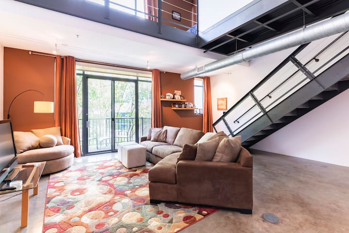 Top Rated: Modern City Loft w/WiFi & GATED PARKING