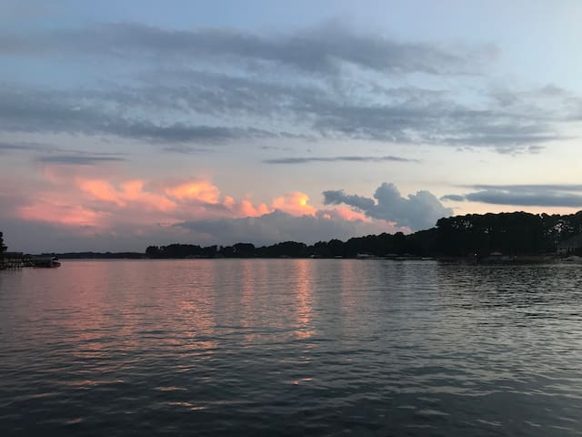Private 1 bed 1 bath apartment on Lake Norman