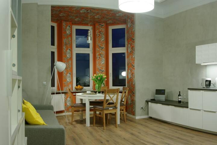 Orange Apartment right in the city center