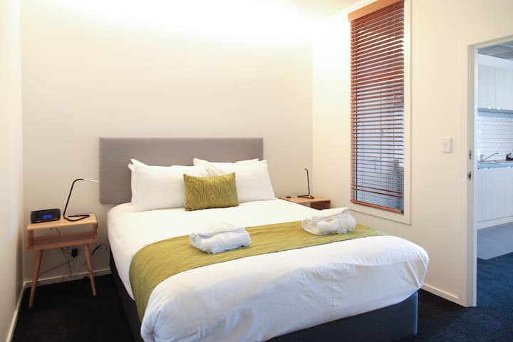 Private lockable bedroom in a 2 bedroom apartment.