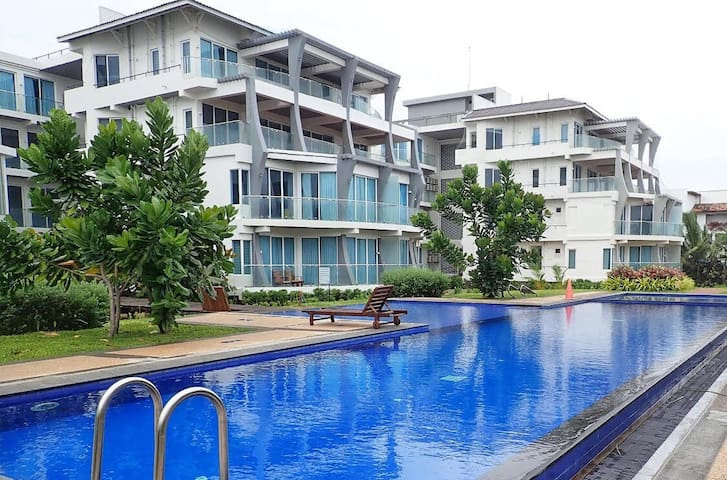 Ocean Front Condo Nilaveli 432 by Platinum Leisure