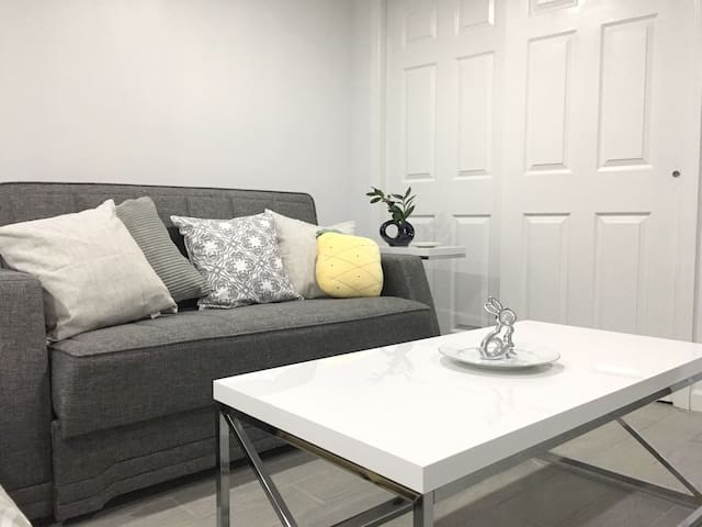 Entire Floor/1 Min from N Train/Private Entrance
