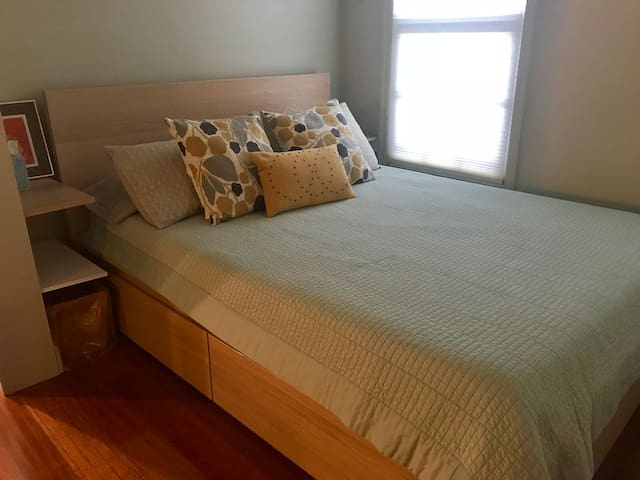 Queen-size Tempur-pedic bed