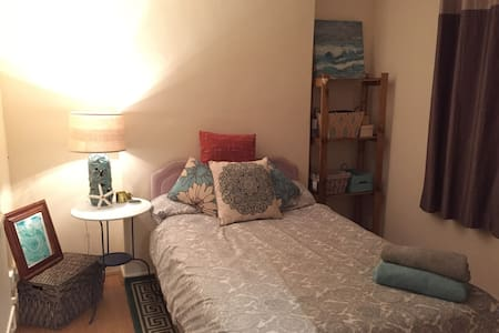 Cosy bedroom only a short drive from the beach! - Killay