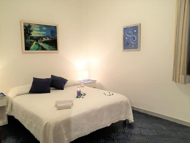 "Appartamento ""Grotticelle"" con giardino 4/6 posti - San Nicolò - อพาร์ทเมนท์"