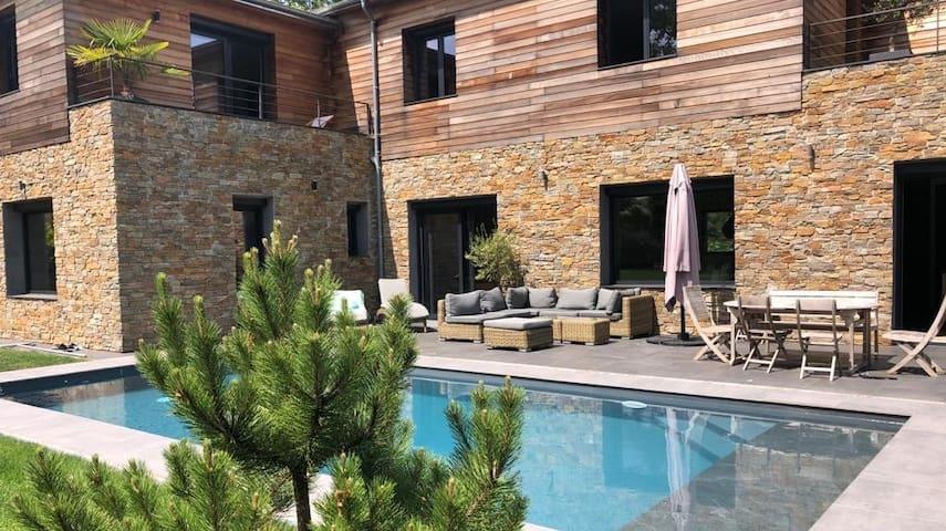 La Celle-saint-Cloud: grande maison avec piscine