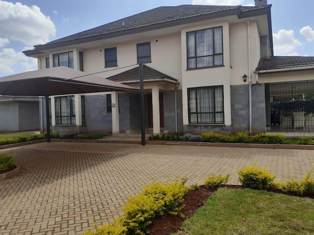 Exquisite Villa at Runda Evergreen