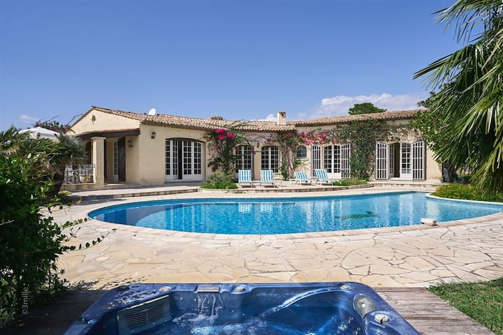 Charming Provoncale villa 5 bed tennis court pool