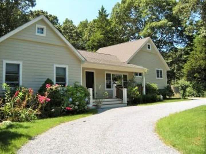 Sag Harbor village, new pool & kitchen, near town
