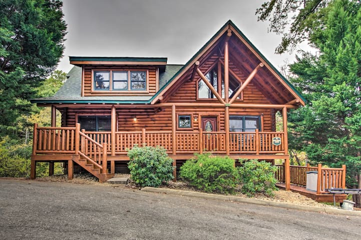 NEW! Spacious Pigeon Forge Resort Cabin w/ Hot Tub