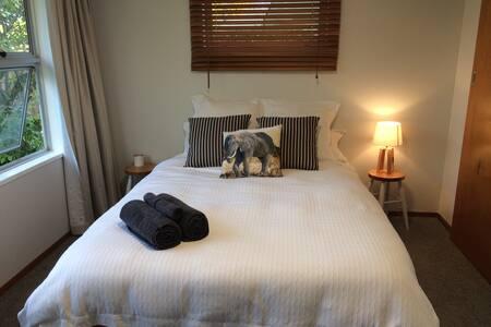 Sunny room in Napier - Napier