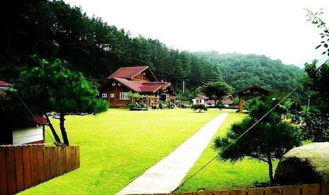 촌노의 정원(넓은 정원과 통나무집1.2층 전체를 단독으로사용)